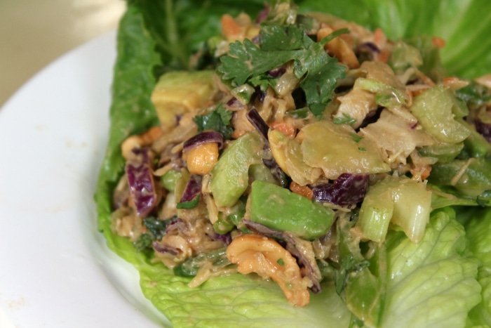 low carb spicy thai salad with cashews|lowcarb-ology.com