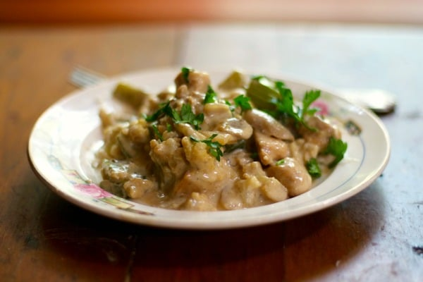Amish chicken casserole is a creamy, rich chicken casserole that will get rid of comfort food cravings. From Lowcarb-ology.com