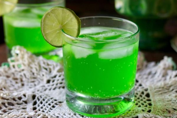 Easy low carb margarita is full of tropical fruit flavor ! From Lowcarb-ology.copm