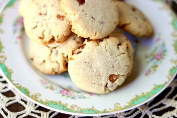 Low carb butter pecan shortbread cookies on a vintage noritake plate